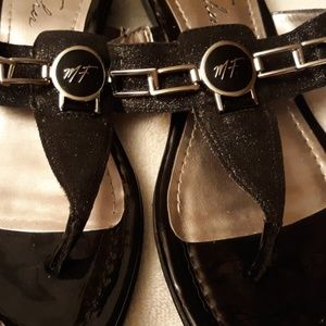Marc Fisher Amina Thong Sandals vegan  leather 9m